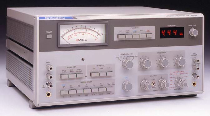 Distortion Meter / Oscilator (AH979H)