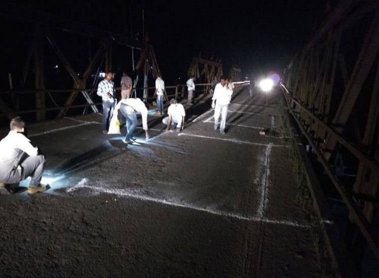 Marking the Road for the loading